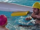 Hazırlanan porje ile engellilere yüzme öğretiyor