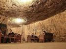 Soğukta üşüyenler bu mağaraya sığınıyor