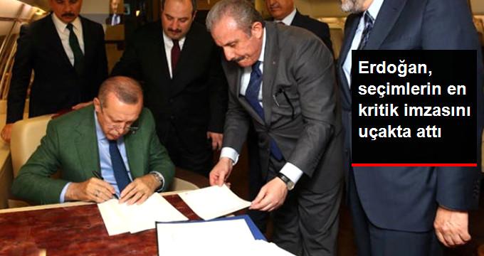 Cumhurbaşkanı Erdoğan Cumhur İttifakı Protokolü'nü Uçakta İmzaladı